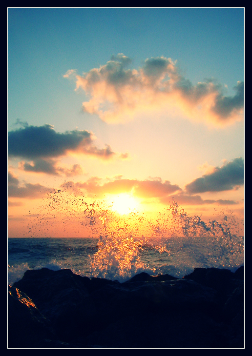 Sunset wave by daphotos