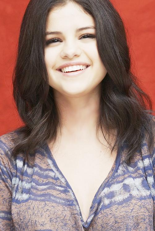selena smile :3 by SweetPassionCyrus ... - selena_smile__3_by_sweetpassioncyrus-d37i45e