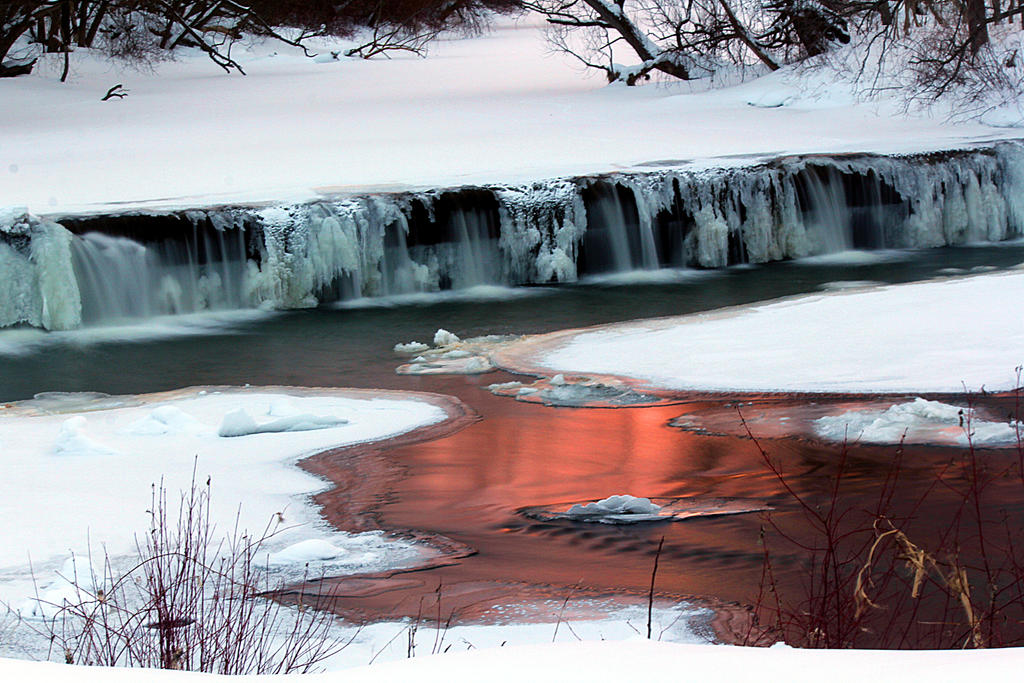 Red reflections upon the Water. by sweatangel