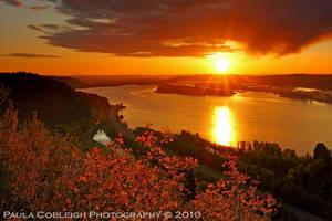 Sunset on the Columbia River by La-Vita-a-Bella
