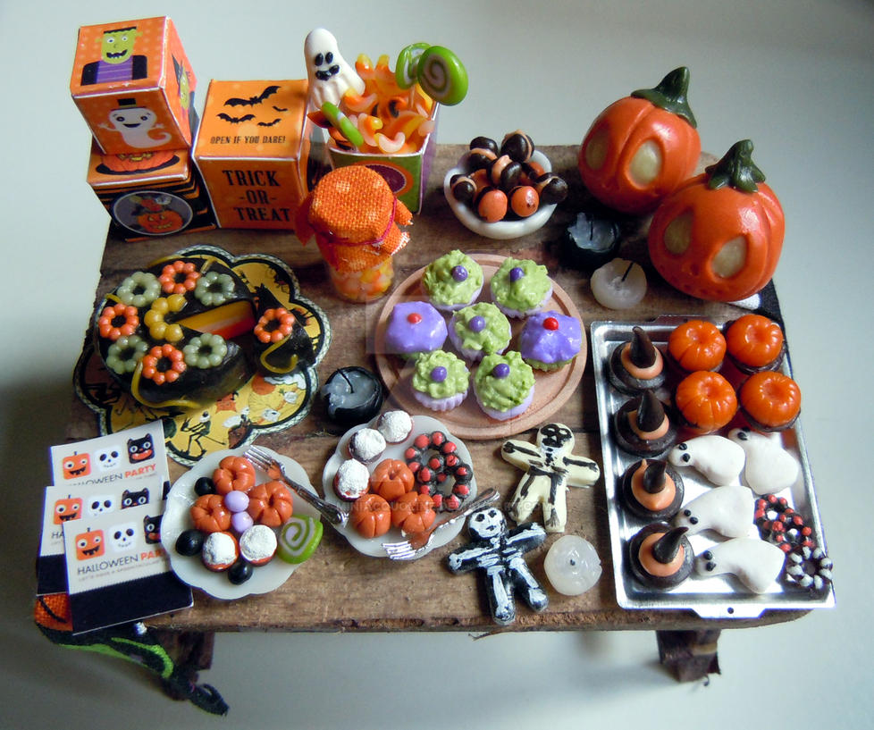 dollhouse miniature halloween outdoor party table by miniacquoline