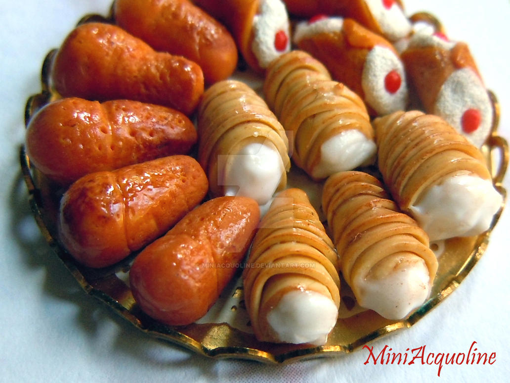 Miniature tray of italian pastries by miniacquoline