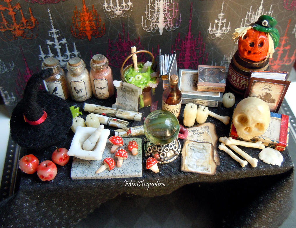 Halloween witch or wizard miniature table by miniacquoline