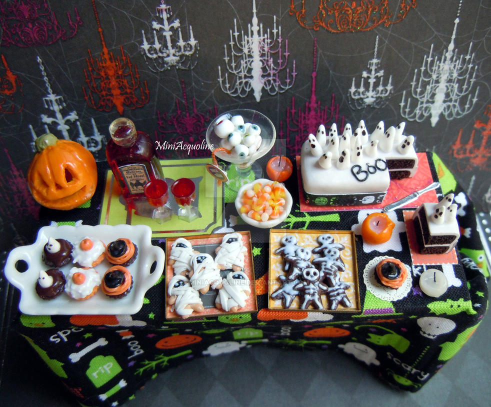 Miniature Halloween party table by miniacquoline