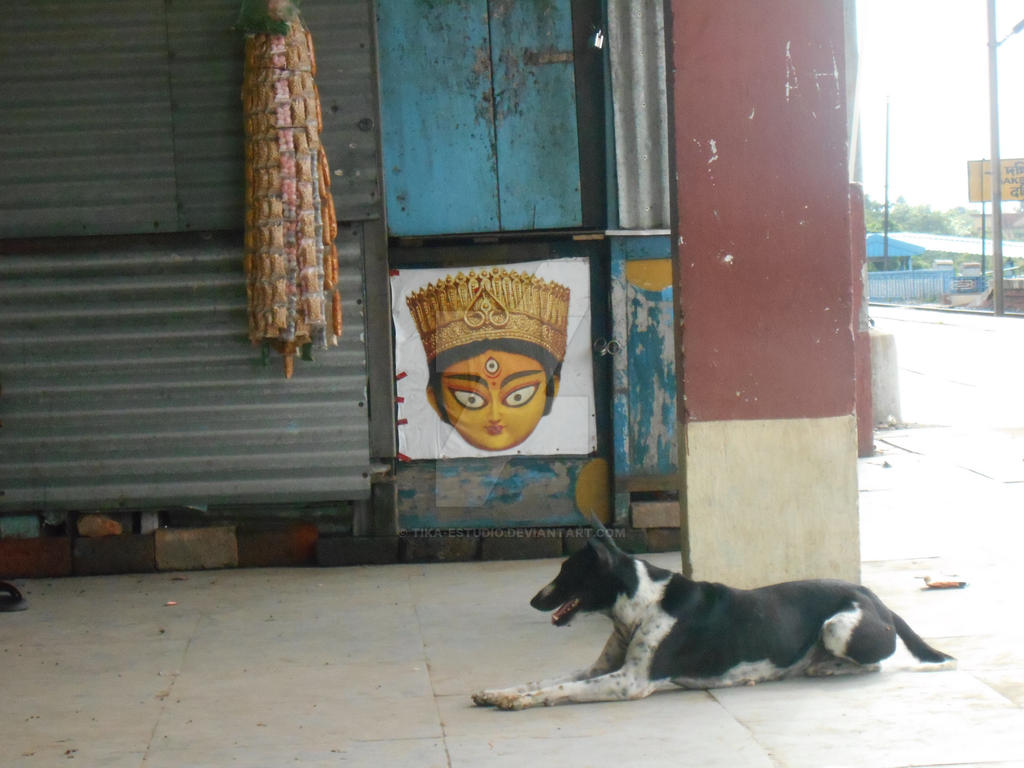 En Kolkata-Durga y Perro by Tika-estudio