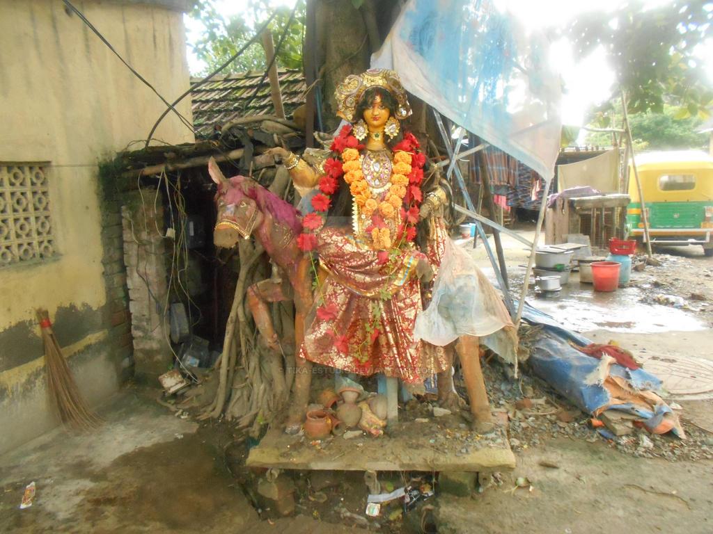 En Kolkata-La otra Shitala Devi by Tika-estudio
