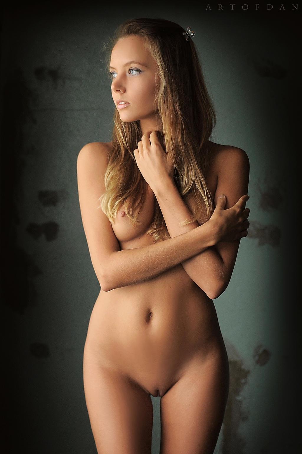 from Romeo naked super girl art