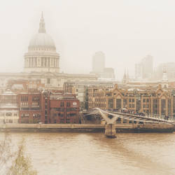 UK 02: Foggy Millennium Bridge