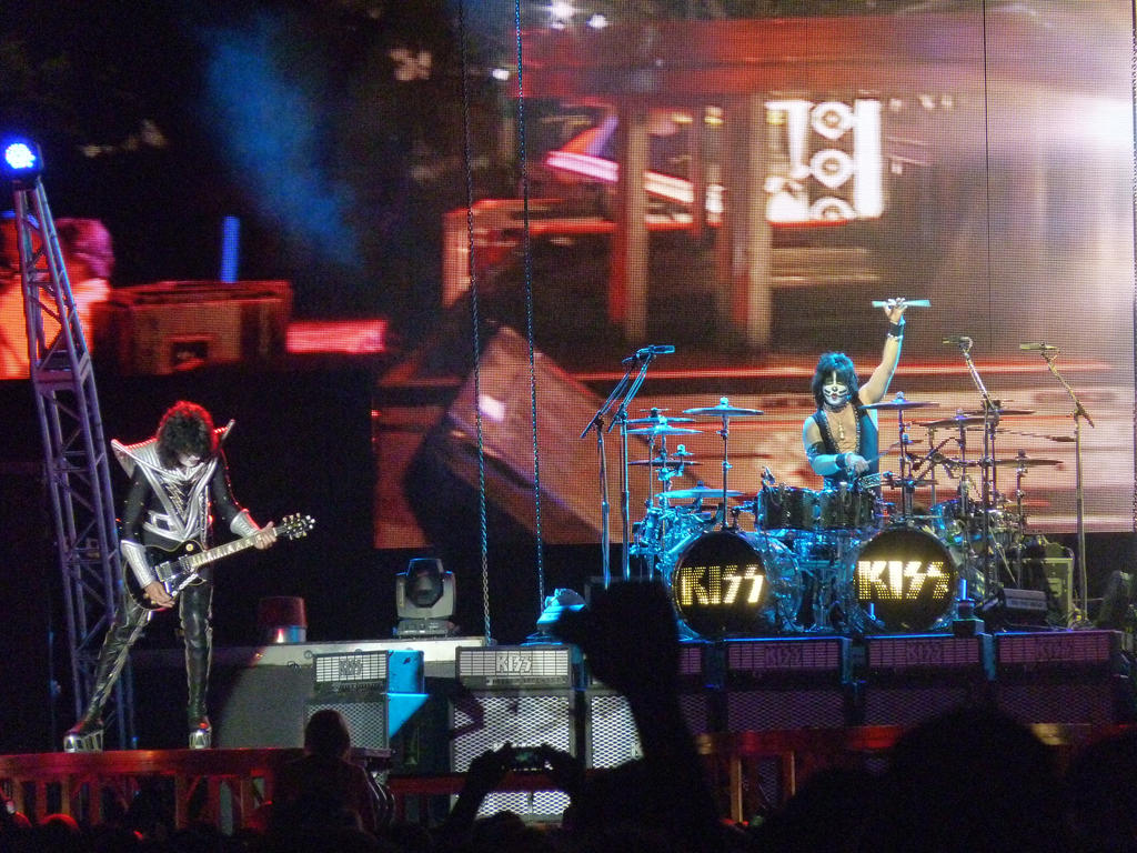 KISS Live 2013 - Tommy Thayer and Eric Singer by MrKaffufleEric Singer Kiss 2013