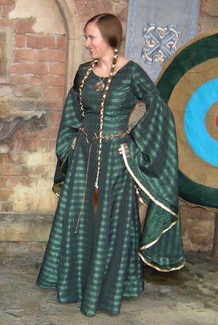 Queen Elinor from Brave by BrightPhoenix10