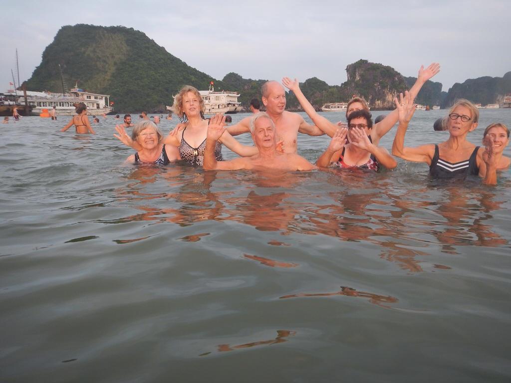 Swimming people by slingeraar