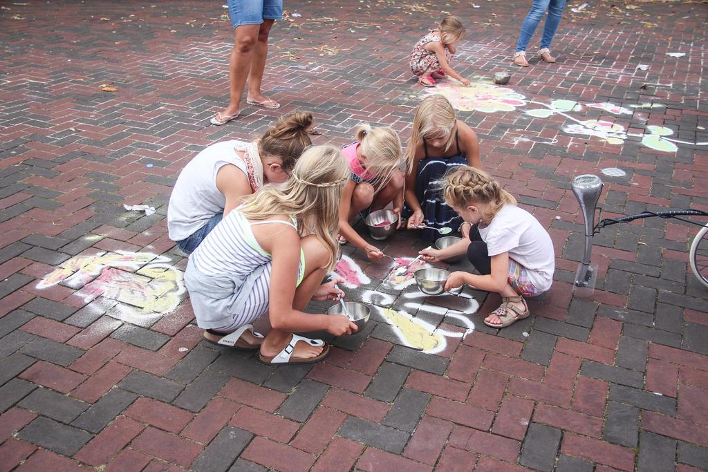 Crouching girls drawing by slingeraar