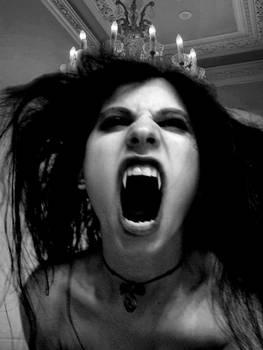 Vampire Sylvia-Bite