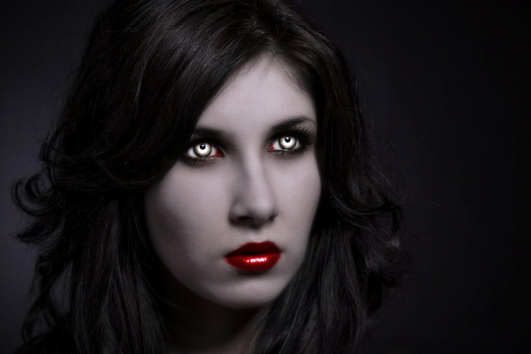 Vampire Ista-Dark Beauty by Darkest-B4-Dawn