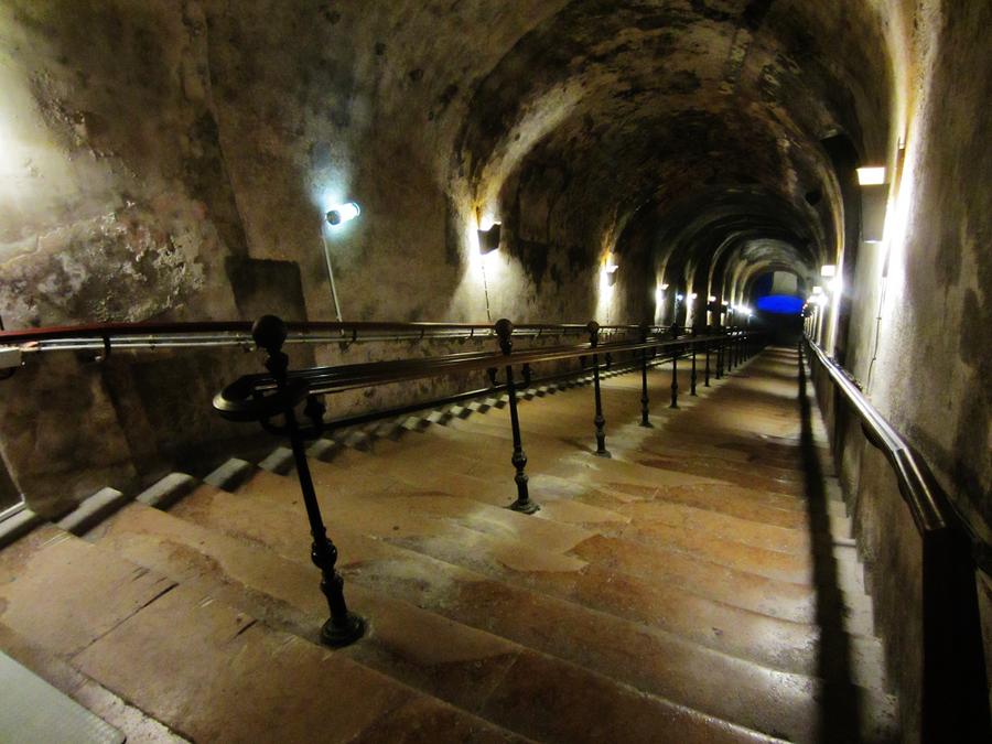 Vers la Cave by BluePalmTree