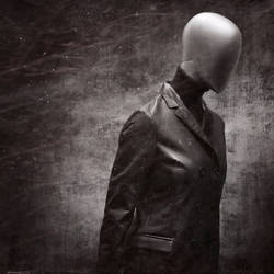 I am a mannequin.. by zeit204