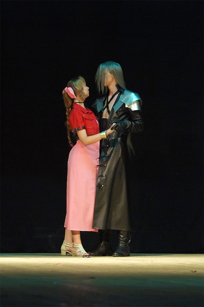 Sephiroth vs Aerith by Wingless-sselgniW
