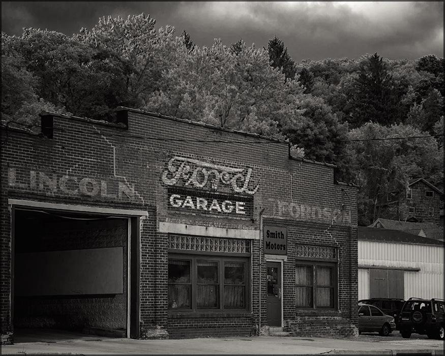 Ford Garage by aponom