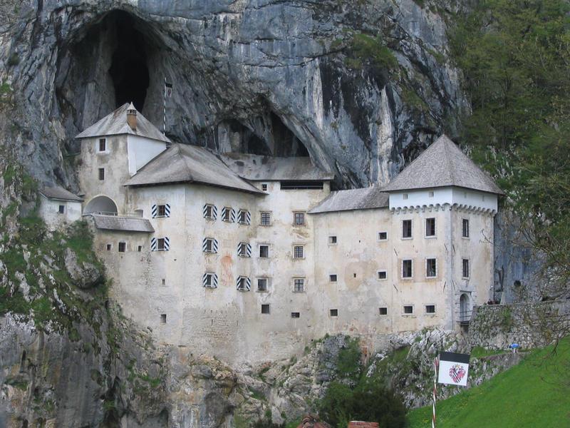 Predjama castle by mswider