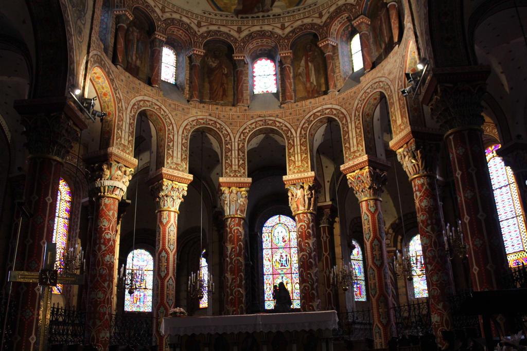 Eglise Saint-Austremoine d'Issoire IV by Scipia