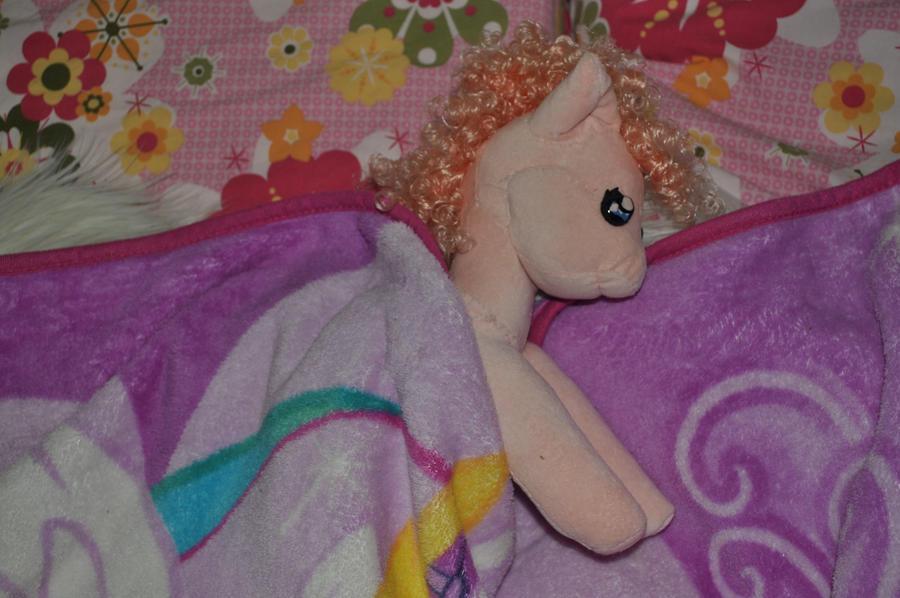 Pinkie pie my little pony by QueenAnneka