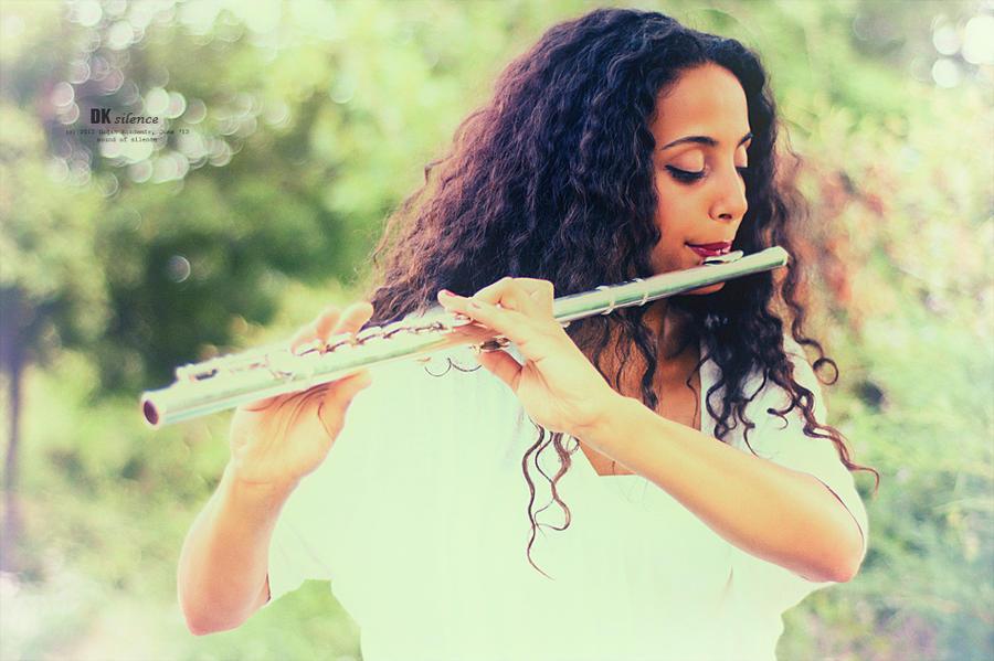 Zena i muzika Silence_by_kokdemir-d540psg