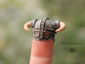 Miniature Dovahkiin's helmet from polymer clay 2 by Krinna