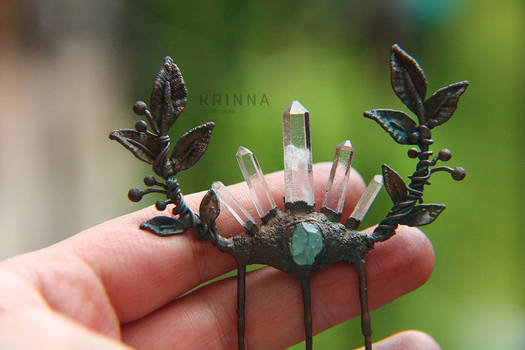 Crystal quartz point and apatite hair comb