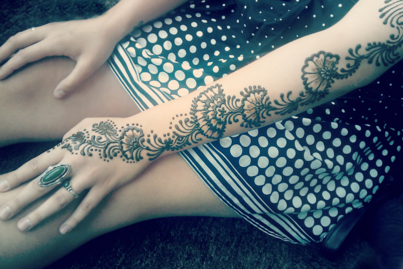 Henna and dots by cydienne