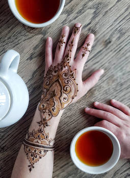 Roibos tea and henna for everyone