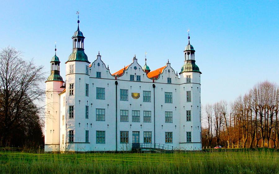 ahrensburg castle by starwaltdesign on deviantart. Black Bedroom Furniture Sets. Home Design Ideas