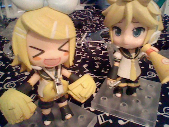 Rin, Y U NO let Len cheer DX by M0n0chr0m3Baku