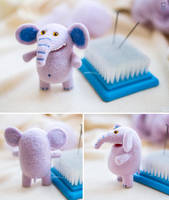 Elephant with toothy smile by Mimiori