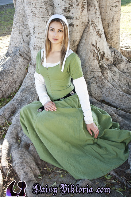 Green Kirtle by DaisyViktoria