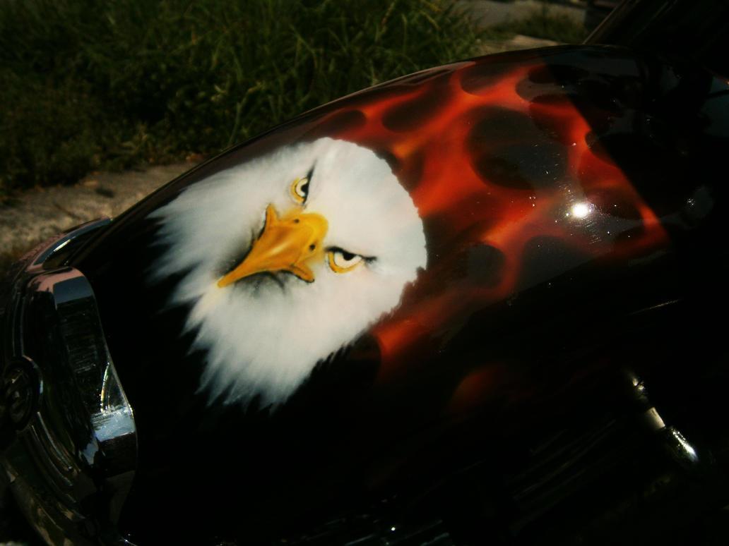 Aguila y flamas en salpicadera de motocicleta by Aerografia-Asderel on