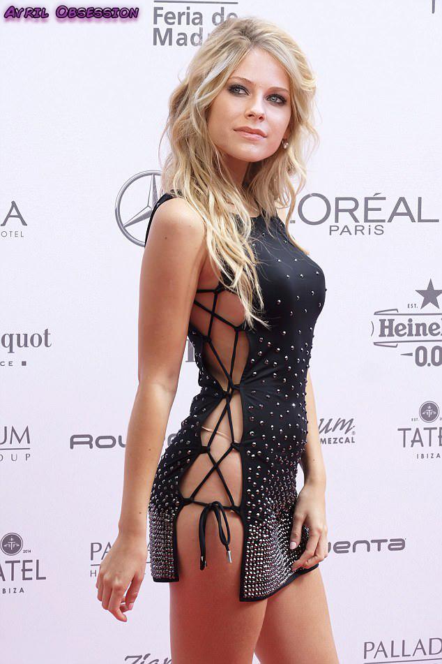 Avril Lavigne Sexy Pics