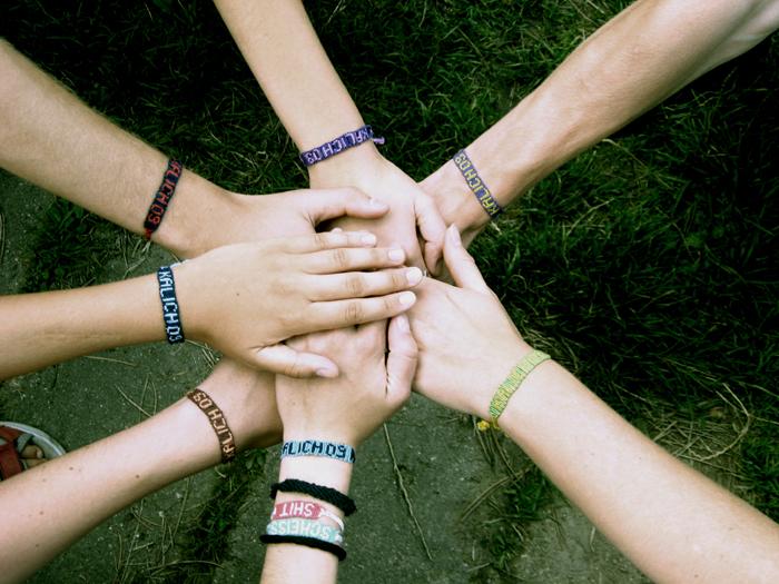 Una imagen que defina tu día Friends_hands_by_Fabulous_Shannen