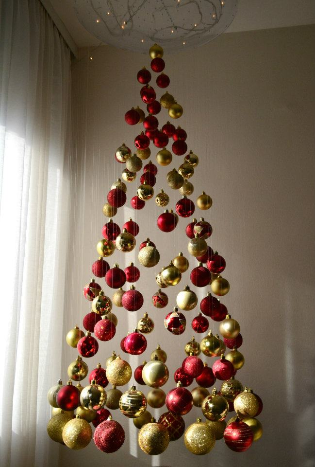 http://orig05.deviantart.net/1f8e/f/2012/013/f/8/my_unique_christmas_tree_by_trajkoska-d4m7m5n.jpg
