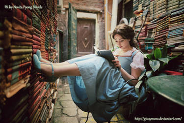 Lost in my world of books - Belle by giusynuno