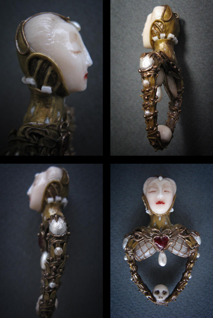 Elisabethan Skull. Pendant by KiraLisicka