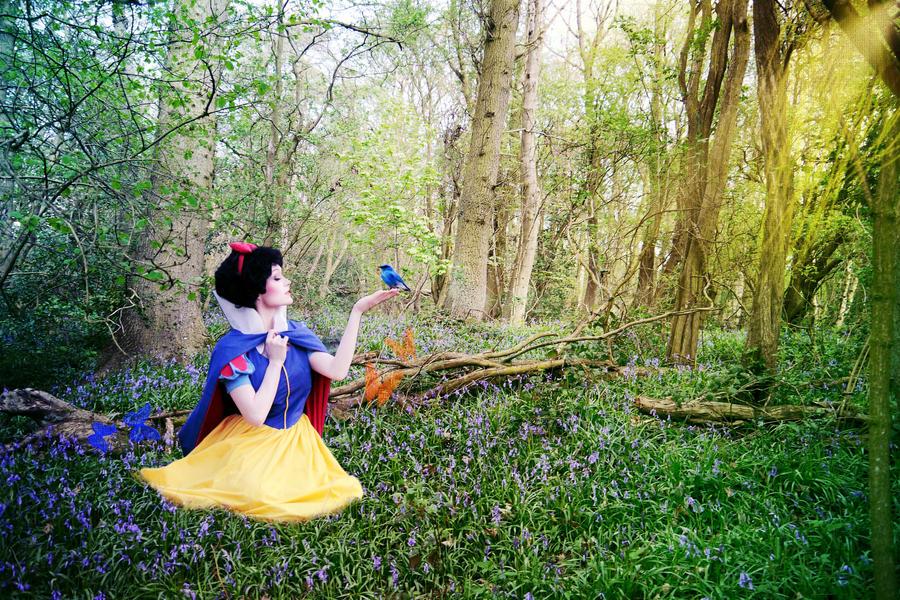 Snow White Snow by thexlookingxglass