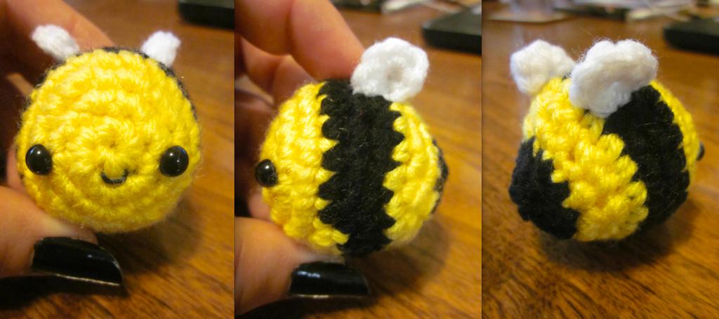 Kawaii Amigurumi Bee : Wee Little Kawaii Bumble Bee Amigurumi Key Chain by ...