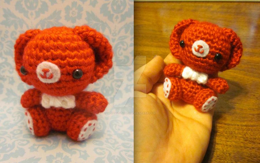 Valentine's Teddy with heart amigurumi pattern - Amigurumipatterns.net | 564x900