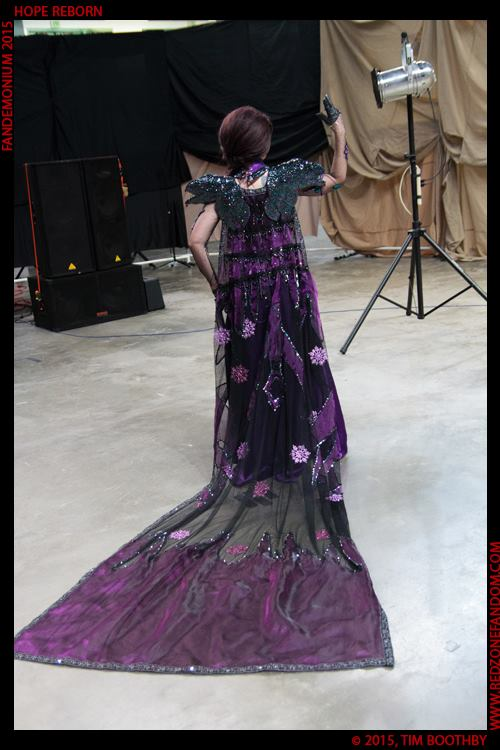 Dark Elsa competition shot from the back by Seras-Loves-Master