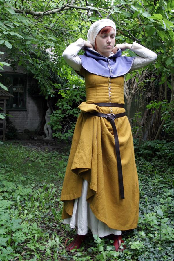 15th century dress by halloumi