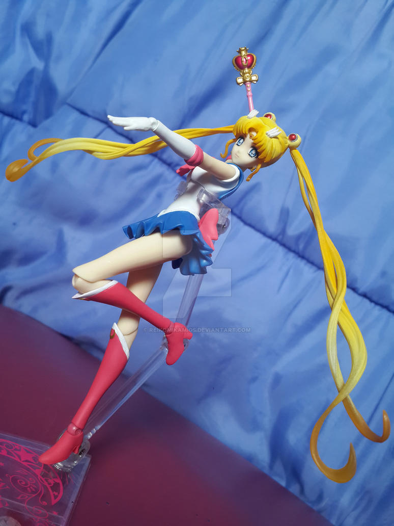 S.H. Figuarts Sailor Moon Crystal by ReikoMikamiGS