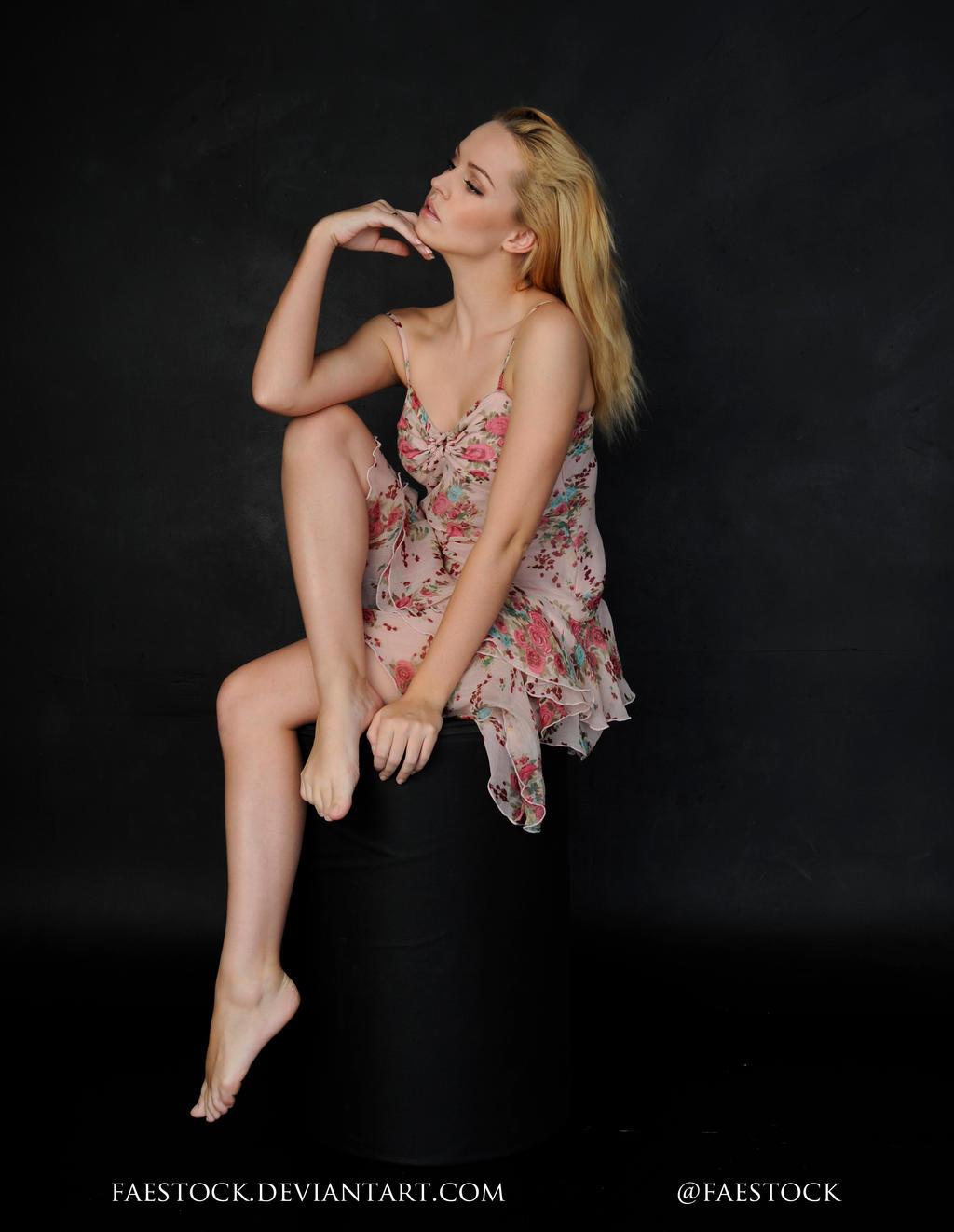 Laurel - Sitting pose reference 3