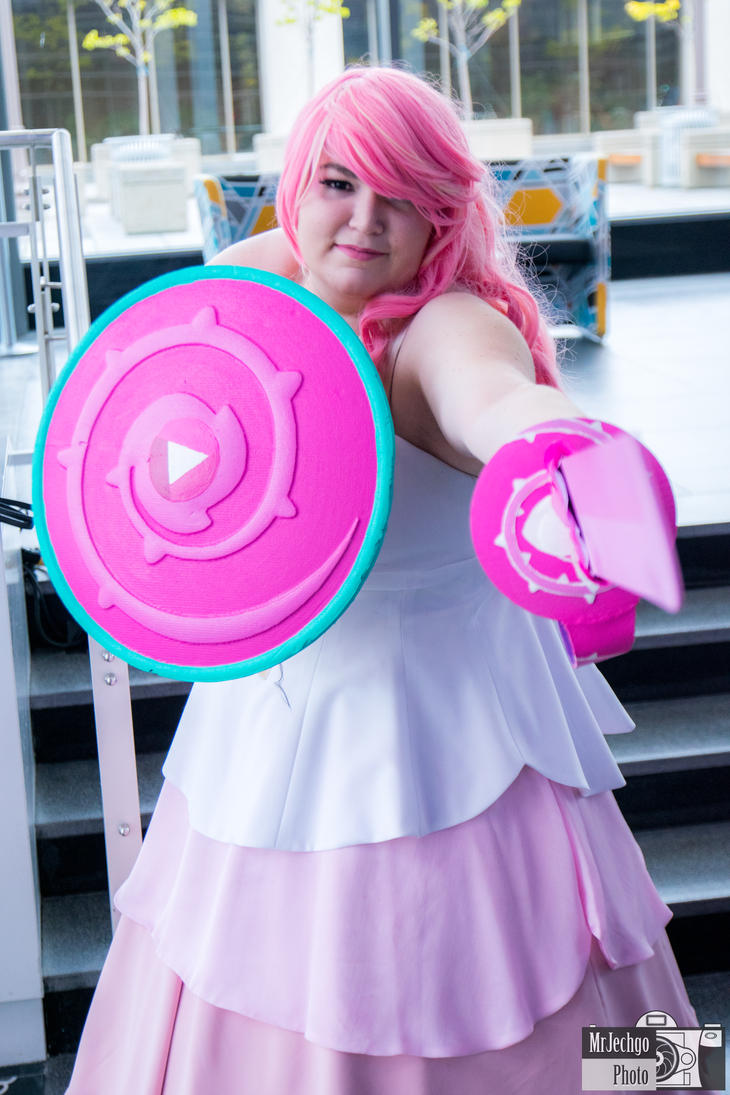 Who: Rose Quartz From: Steven Universe Cosplayer: ??? (if you know, please tell me ^_^) At: QCCC 2017 Photographer: me Original work from Steven Universe Rebecca Sugar/Cartoon Network