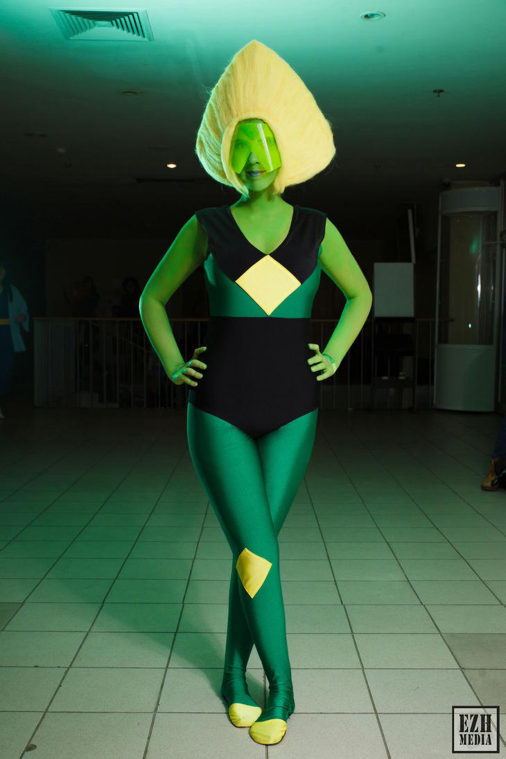 Smol Peridot Cosplay by Sioxanne
