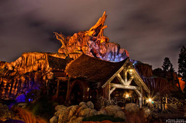Lonely Night Slpashing at Splash Mountain by ExplicitStudios